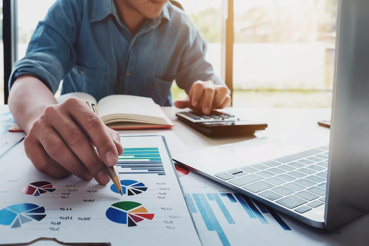 Оценка АО и акций фото